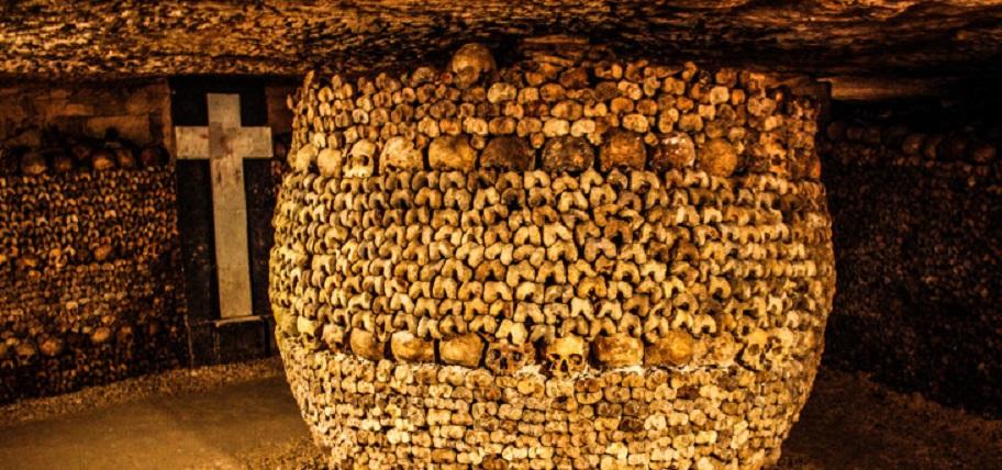 Catacombs_of_Paris_16_August_2013_015